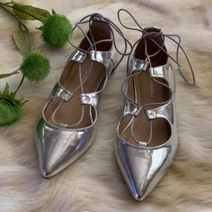L. RANDALL 8.5 silver pointy toe lace up flats